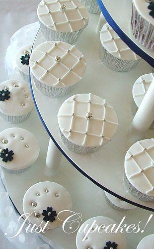 Google Image Result for http://www.djibnet.com/photo/3410569527-wedding-cupcakes.jpg