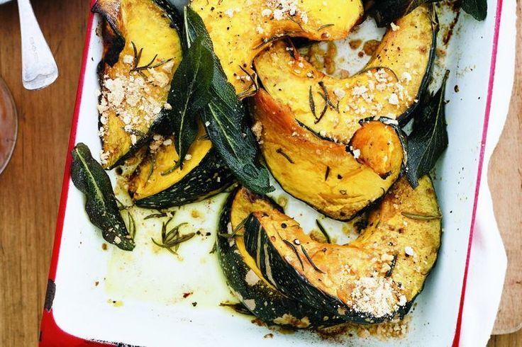 Pumpkin mezzaluna with amaretti