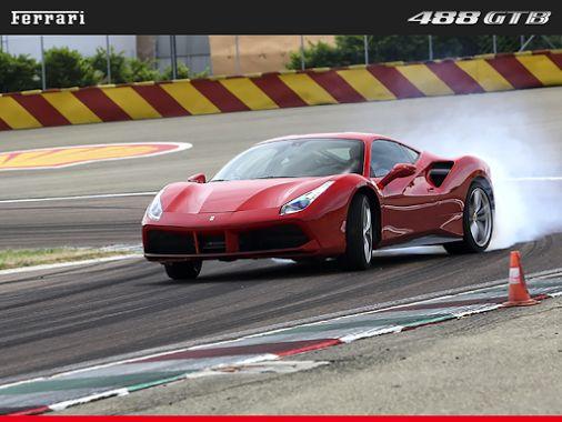 ¿Domingo perezoso? La adrenalina es más nuestro estilo! #Ferrari