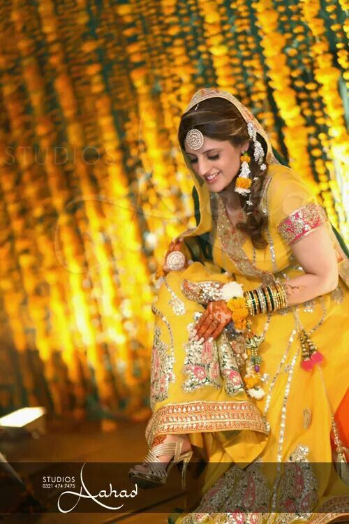 Mehndi Outfit Ideas : Beautiful mehndi dress outfit ideas of bride n groom