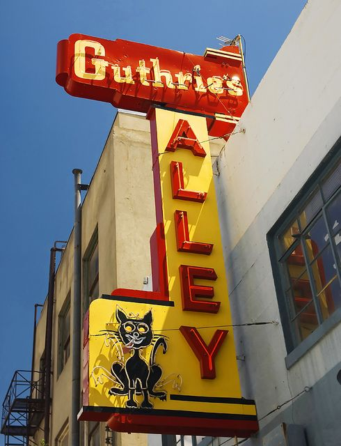 Guthrie's Alley Cat vintage neon sign in Bakersfield, CA.