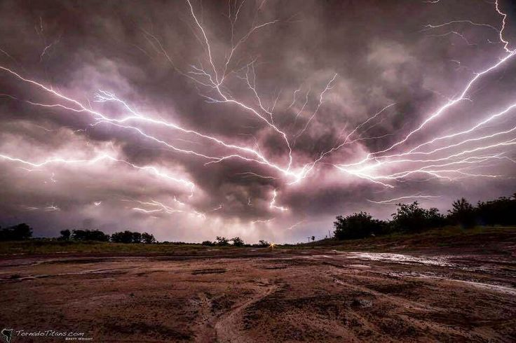 While traditional tornado season is one summer time yields plenty of amazing photo opportunities of lightning! #lightning #weather #instanature #clouds #sky #weather #nature #natgeo #atmosphere #storm #weather #instaweather #instanature #natureza #instaweatherpro #stormchasing #thunderstorm #stormysky #stormy #skylovers #igsky #video #atmosphere #science #badweather #stormyweather #naturelovers #instanature  #greatplains #stormchasers #tornadoalley