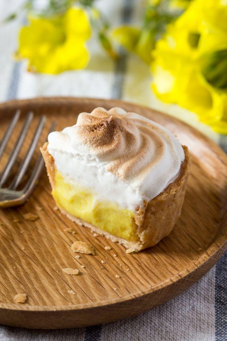 Vegan lemon meringue pies