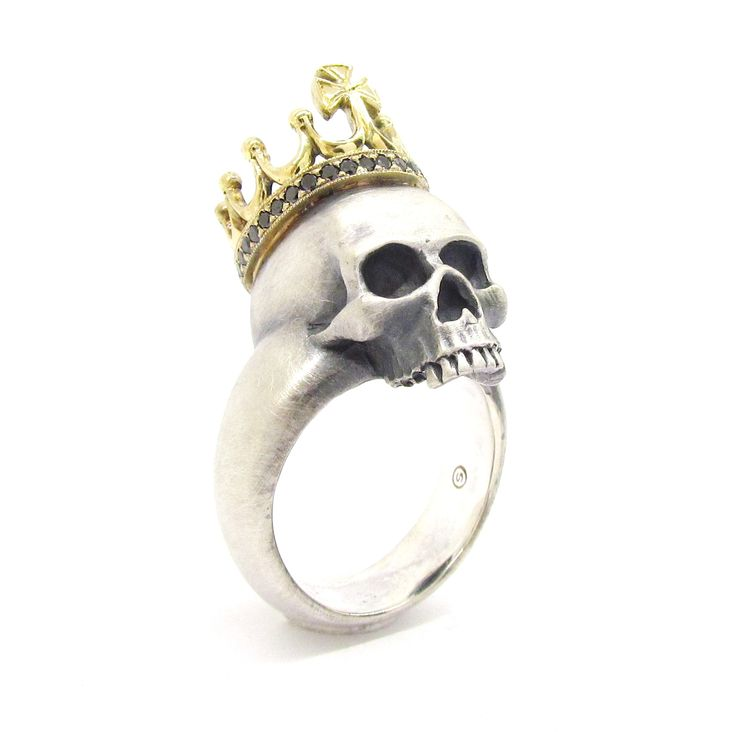 New 'KING' Skull ring from Sirkel Jewellery in 18IK yellow gold, black diamonds and Sterling Silver.