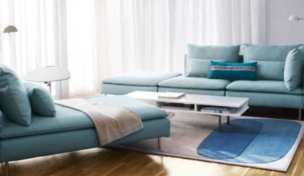 Droit ou d'angle, à deux ou trois places, avec revêtement en coton ou cuir, voici une sélection de 20 canapés convertibles pour transformer son salon en chambre en un clin d'oeil, tout en optimisant la place.