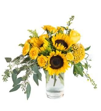 Brighten up your Autumn decor with sunflowers! Accompanied by roses, coxcomb and eucalyptus, creating a welcoming and freeflowing design, bringing smiles to each and every one of your guests.  http://www.amore-fiori.com/  #sunflowers #flower #autumn #fall #fallflower
