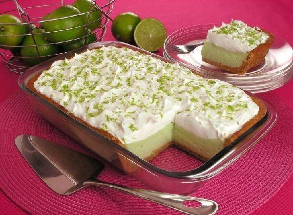 A Torta de Limão na Travessa é uma sobremesa prática, deliciosa e que vai deixar toda a família com água na boca. Experimente! Veja Também: Torta Mousse de