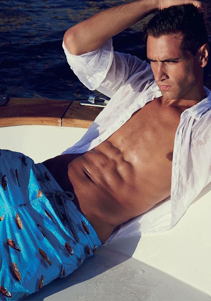 Uno stile inconfondibile #zeybra #FabioMancini #sea #beach #beachwear #fabiomancini - Clicca per acquistare: store.clan.it