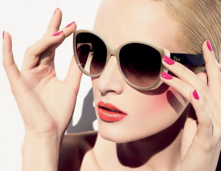 ¡Nos encanta el maquillaje y las gafas de Dior!