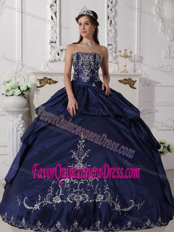 670e08fdb0 New Style Strapless Taffeta Navy Blue Quince Dresses with Embroidery ...