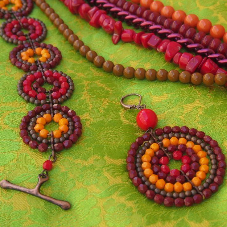 """""""Circle Line"""" Casual Ohrring und Armband Multicoloured. Mix aus facettierten Glasperlen und Messingperlen"""