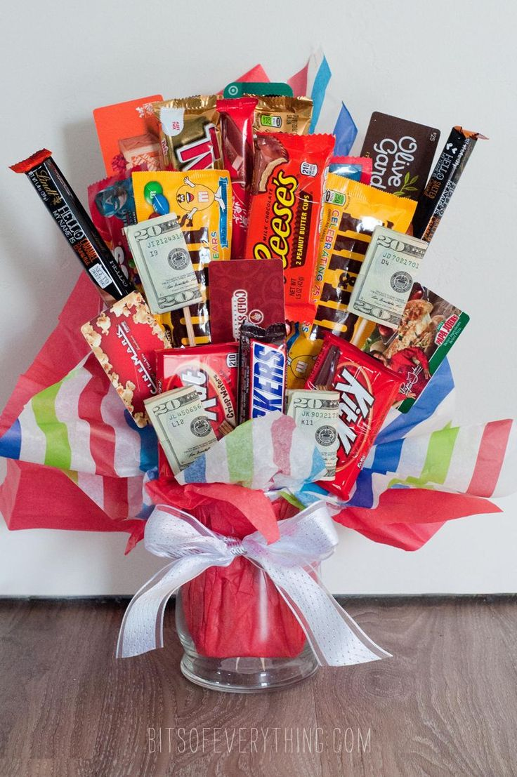 My cute neighbors recently got married. I collected a good amount of donations from all the other neighbors to give the happy couple a gift. What I decided to give them was a candy bar bouquet filled with other good things like gift cards and cash. It was so easy to make and my neighbors …