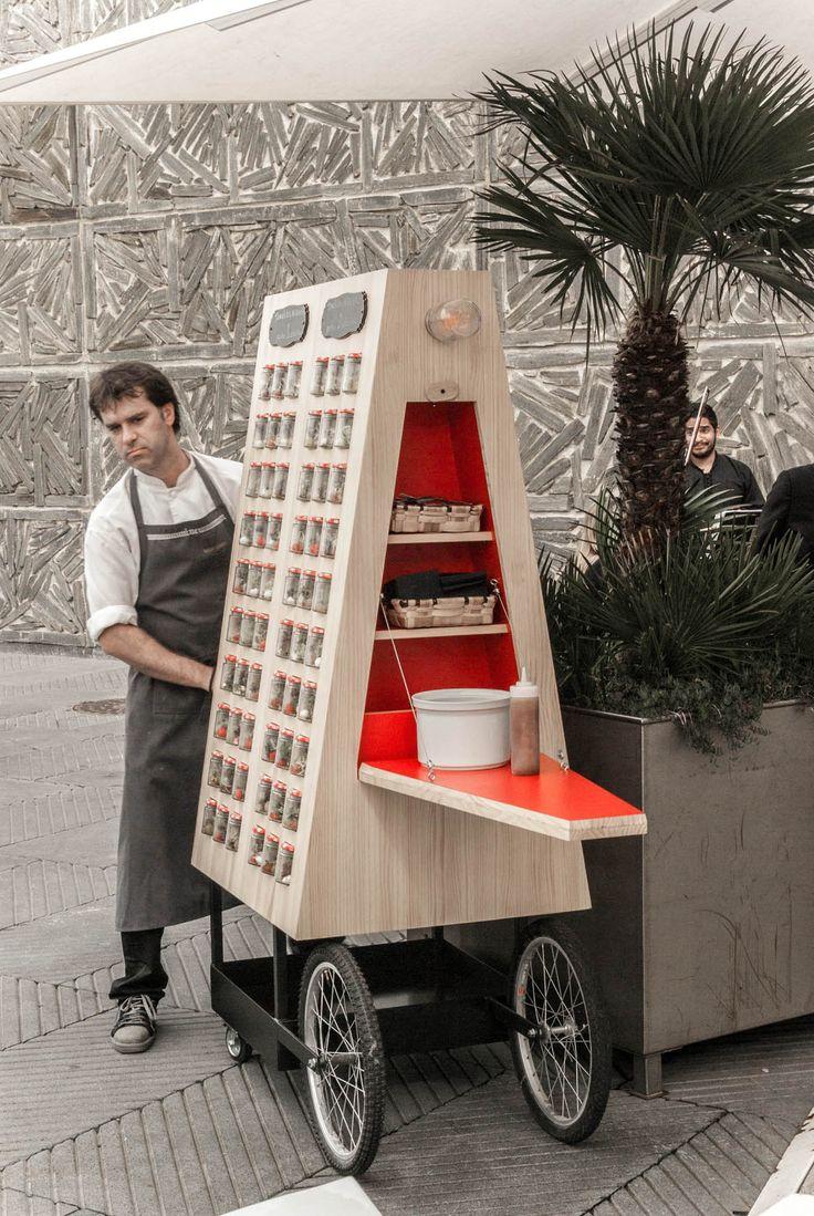Bistró Guggenheim es uno de los dos restaurantes del museo Guggenheim de Bilbao. Desde su cocina intentandesarrollar una propuesta gastonómica que combina la tradición con la innovación. Por ello, cuando pensaronsacar sus platos más allá de los muros del museo, decidieron hacerlo a través de algo tan típico como un puesto ambulante, pero reinterpretado por […]