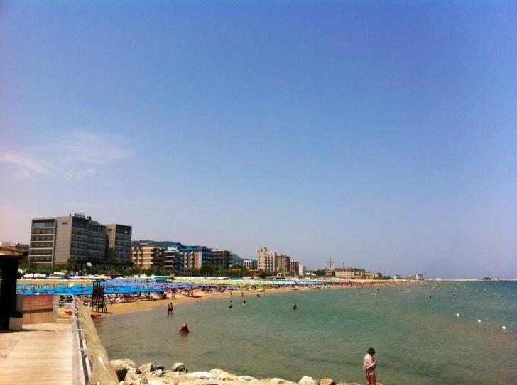 Obiettivo Pesaro: i colori del mare d'estate http://vivere.biz/akGo