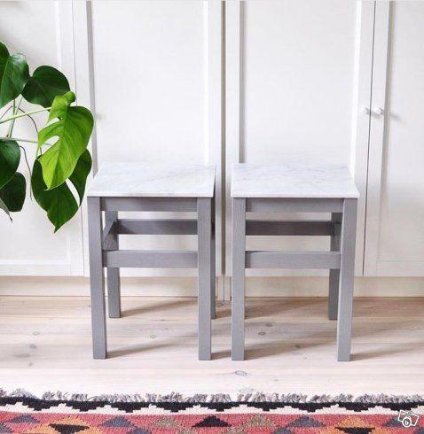 Säljer jättefina små sideboard i trä och marmor! De kan användas som bord, sidobord, pall, nattduksbord (se bild 2), avlastningsbord, vardagsrumsbord mm. Välj mellan underrede i trä, vit, grå eller svartmålat samt vit Cararra marmor eller grön marmor...