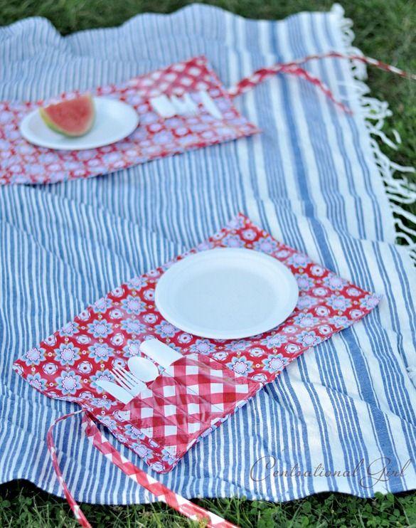 picnic pocket placemats. Useful!Picnics Pocket, Pocket Placemats, Ideas Diy Picnics, Gift Ideas, Diy Pocket, Guild Gift, Blankets Cg, Picnics Places, Picnics Placemats