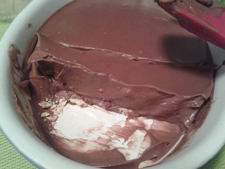 Αυτότογλυκόδενυπάρχει!!!Μαςτρέλανετοκορίτσιμαςσήμεραμεαυτήτησυνταγή ΕύγεΛένα!!! Υλικα 400γρ κουβερτούρα γάλακτος 150γρ γάλα φρέσκο light 1 γιαουρτάκι χαμηλά λιπαρά Μπισκότα digestive Εκτελεση Εγώ έβαλα τα digestive της μικρής με τον Μπομπ σφουγγαρακι που έχει και σοκολάτα (σλουρπ) Σχεδόν βραζεις το γάλα και το ρίχνεις στ...