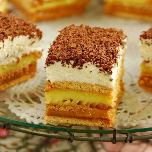 Prajitura fara coacere cu biscuiti caramel si vanilie 4