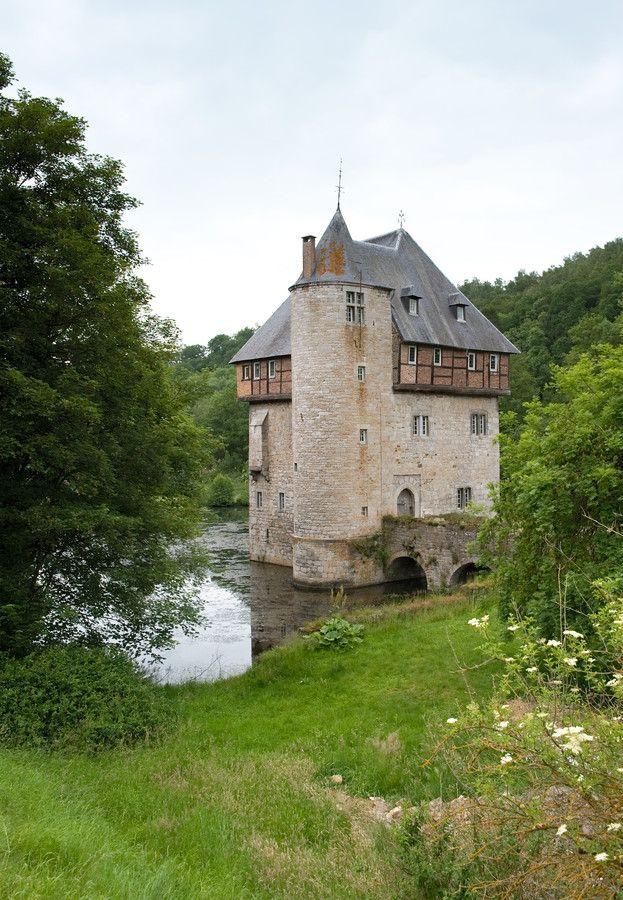 Château  de Crupet, Namur, Belgium A deuxpas du Château de la Poste!  Crupet: Un des plus beaux villages de Wallonie.