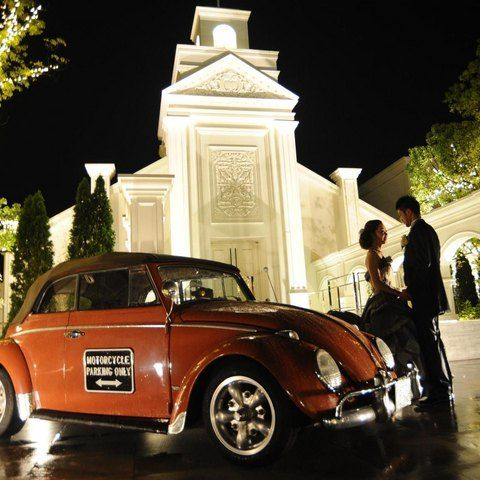 結婚式場写真「貸切邸宅だからこそできる、チャペル前のパティオに愛車を飾るウェルカムカー☆」 【みんなのウェディング】