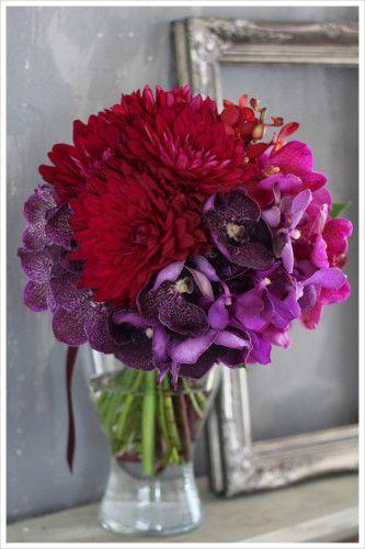 赤いダリア&パープルの蘭のクラッチブーケ wedding,clutch bouquet,dahlia,orchid,red,purple,wine,modern,stylish