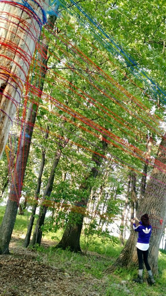 Colorer ses vibrations de Isabelle Clermont. Une installation participative présentée dans le cadre du Relais pour la vie de Trois-Rivières (Juin 2015)