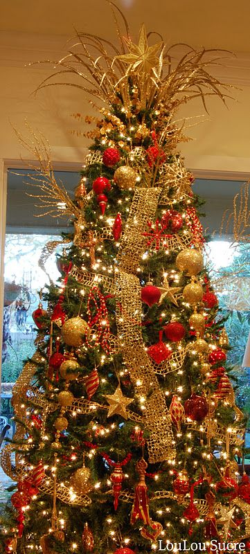 red and gold Christmas tree - a little 'much' but I like that gold is the main color with red as an accent.