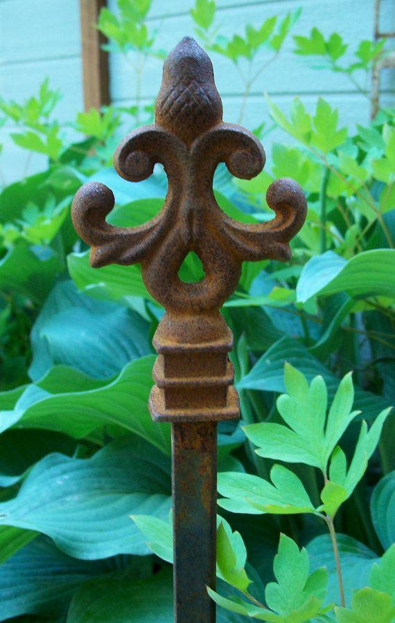 Best 25 Rusty garden ideas on Pinterest Garden ideas using junk