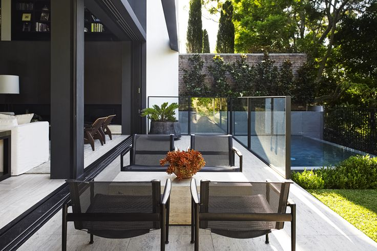tropical house, woollahra (architecture: tobias partners)