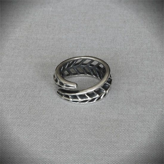 Geometric Leaf Ring - Shop OnLine 63 Euro #ring #silver #organic #art #deco #gift #jewellery #jewelry