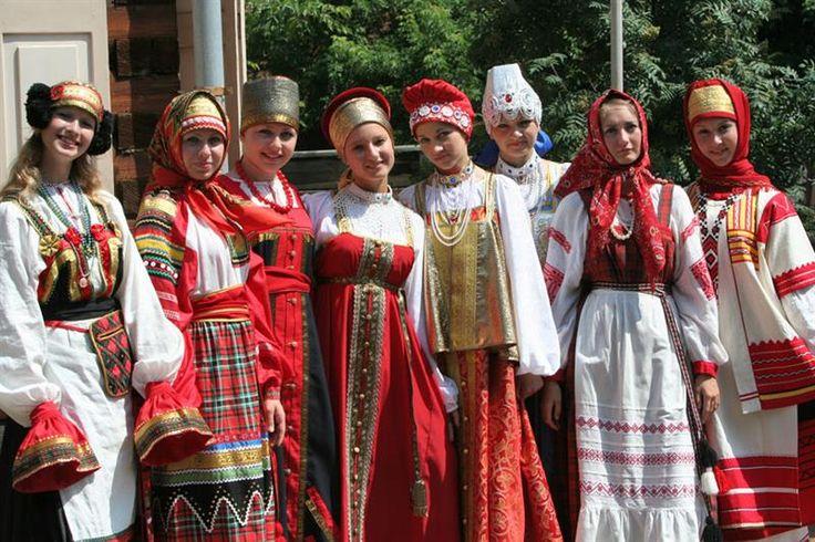 О чем может рассказать русский народный костюм