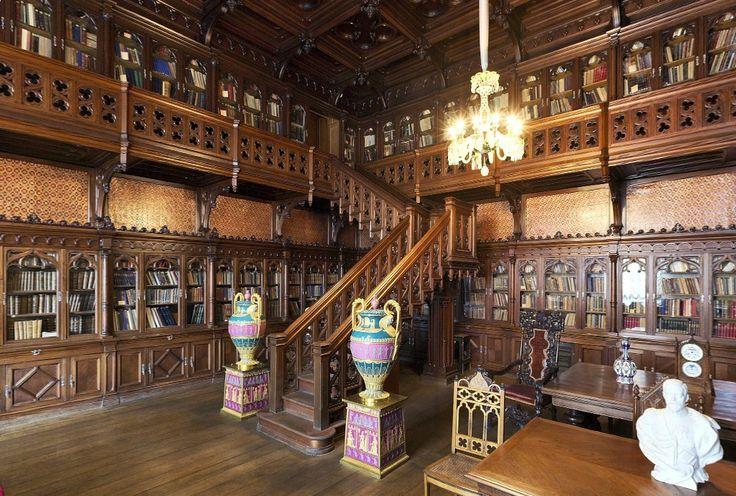 Библиотека Николая II. Ореховый интерьер в готическом стиле.