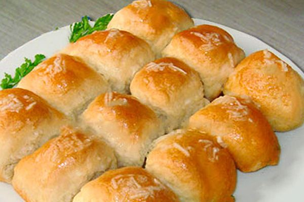 Готовим вкусные булочки и пампушки к борщу - рецепт бездрожжевых плюшек и вариант дрожжевых чесночных булочек к первому блюду
