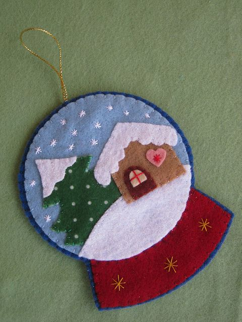felt snowglobe ornament by Arte & Mimos, via Flickr