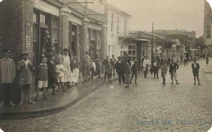 Büyükada, 60'lı yıllar Fotoğrafta sağ alttaki yazı ''Marche de Prinkipo''= Büyükada Çarşı