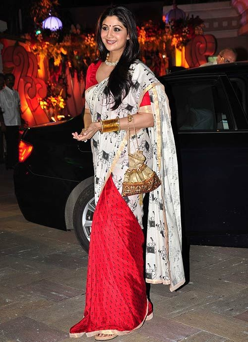 The beautiful Shilpa Shetty kicks off her festive season carrying a Pimento batwa from our Blocked collection!