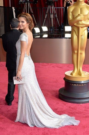 All attention is on Maria Menounos's behind, thanks to her stunning backless dress and gorgeous, loose undo. #Oscars