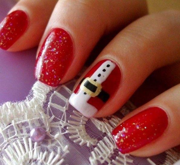 Nail art su base rossa ispirata a Babbo Natale