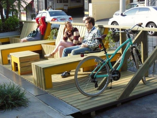 As multifunções do parklet: solário, fumódromo, estacionamento de bikes etc
