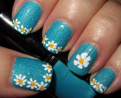 Daisies, Flower Nails ♥ Source: Marias Nail Art and Polish Blog