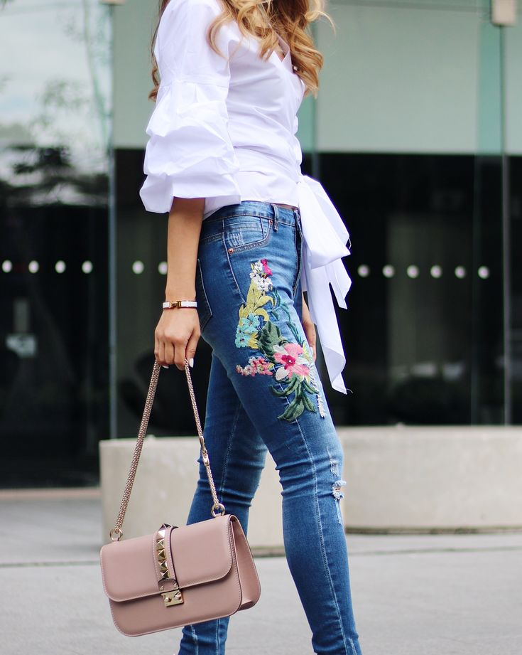 Floral jeans outfit from www.mystyleexperiment.com
