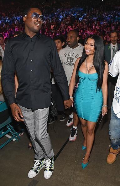 Nikki Minaj Clings To Boyfriend Meek Mill As Couple Dodges Split Rumors - http://imkpop.com/nikki-minaj-clings-to-boyfriend-meek-mill-as-couple-dodges-split-rumors/