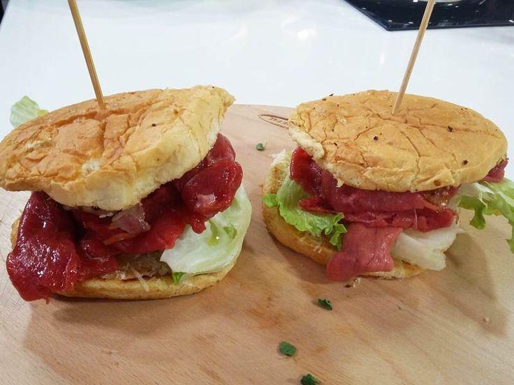 Foto del sandwich al manzo, iceberg e crema di mais