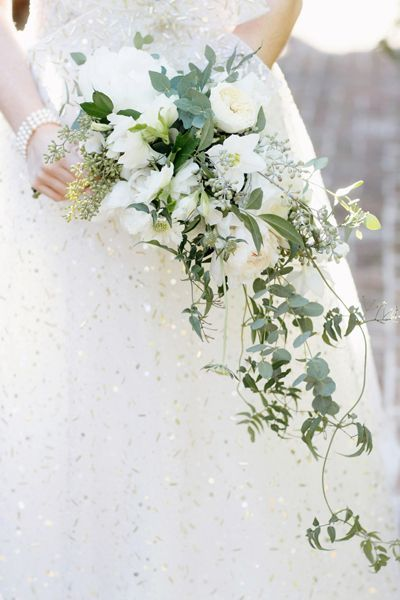 green + white cascade bouquet | Elisabeth Millay #wedding