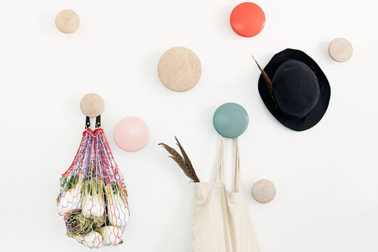 Toon je mooiste kledingstukken op de haken van Muuto | Woonguide.nl