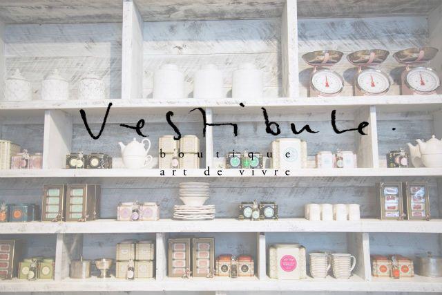 Image issue du site Web http://www.damasketdentelle.com/wp-content/uploads/2014/05/vestibule_boutique_art_de_vivre.jpg