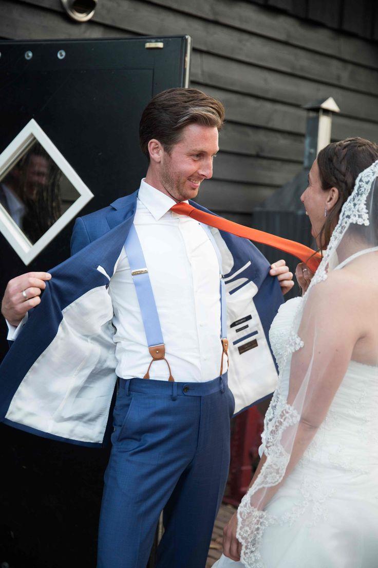 Bretels voor de bruidegom. Maken ook de bruid gelukkig :-). Koop ze op www.bretels.nl.