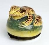 Frog snuff box