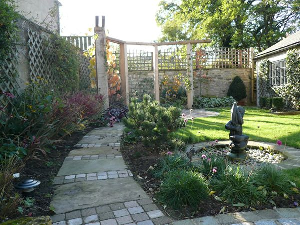 17 best images about north side of house ideas on for Small garden arrangement