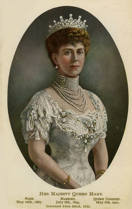 Queen Mary of Teck Jewels | Queen Mary wearing white dress and pearls